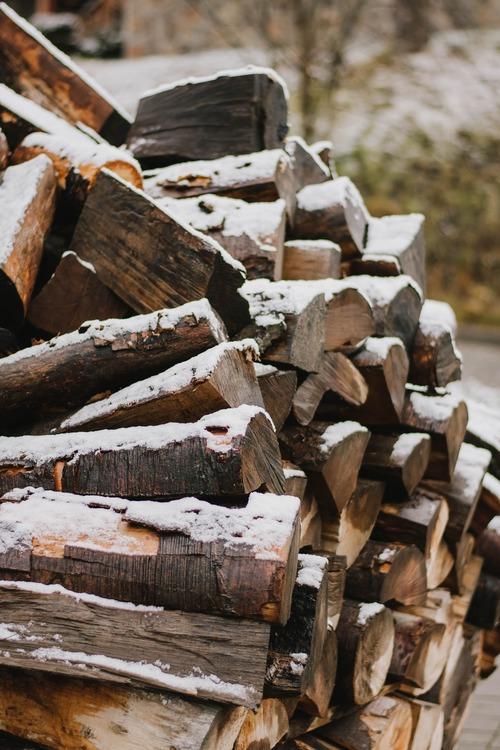 bois de chauffage 92 - Livraison de bois de chauffage et granulés de bois en île de France avec Combustibles-Gruchy