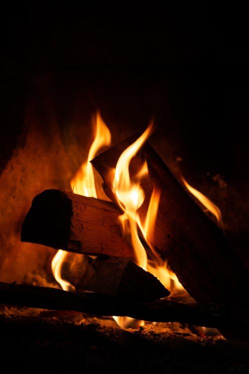 bois de chauffage 93 - Acheter du bois de chauffage en ligne - Livraison partout en île de France : Gruchy