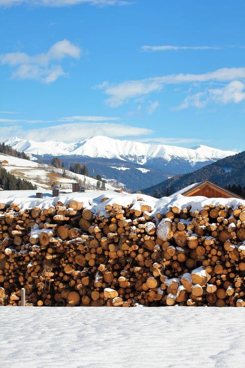 bois de chauffage et granulés de bois, bois de chauffage 77,91,78,95 et partout en île de France - Combustibles Gruchy